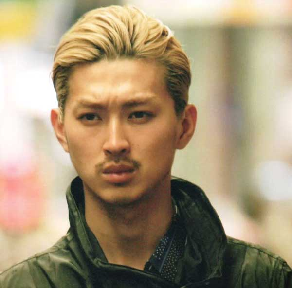 松田翔太 金髪オールバック